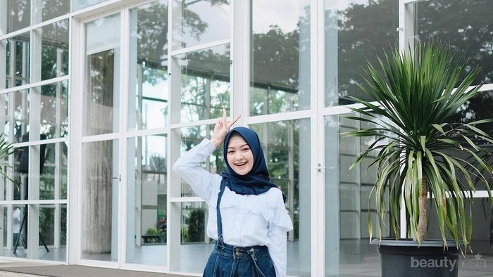 Hijabers, Yuk Tampil Trendi dengan 7 Padu Padan Rok Jeans Ini