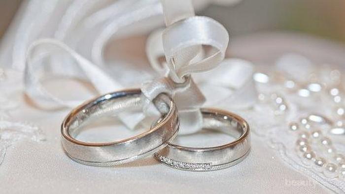 Tips Agar Cincin Pernikahan Tetap Indah Berkilau