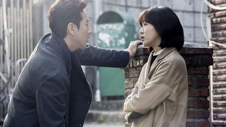 Kembali beradu akting dengan om-om, pada film The Advocate: A Missing Body, Kim Go Eun beradu akting dengan Lee Sun Kyun.
