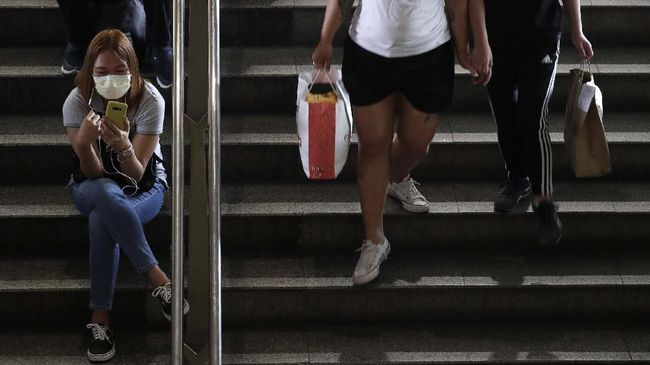 A woman wears a protective mask at a train station in Manila, Philippines on Tuesday, March 10, 2020. For most people, the new coronavirus causes only mild or moderate symptoms, such as fever and cough. For some, especially older adults and people with existing health problems, it can cause more severe illness, including pneumonia. (AP Photo/Aaron Favila)