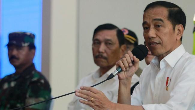 Luhut Klaim Pandemi Terkendali, Jokowi Minta Super Waspada