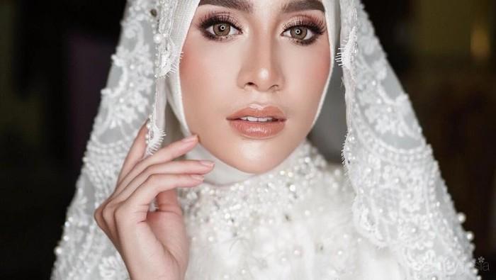 Inspirasi Makeup Pengantin Berhijab untuk Pernikahan Tema Sunda Hingga Arab