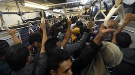 DKI Ramai, Jokowi Dinilai Tak Tegas soal 'Work from Home'