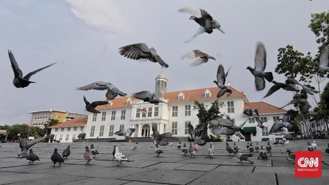 Penyebaran virus corona di sejumlah daerah di Indonesia, termasuk Jakarta membuat tempat-tempat wisata maupun hiburan yang biasanya ramai menjadi sepi.