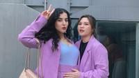 <p>Salah satunya saat mengenakan blazer dan celana panjang berwarna ungu ini, Bun. Tasya terlihat cantik dan anggun. (Foto: Instagram @tasyafarasya)</p>