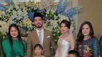 <p>Artis Wulan Guritno juga tampak hadir dalam acara akad nikah Adinda Bakrie. (Foto: Instagram)</p>