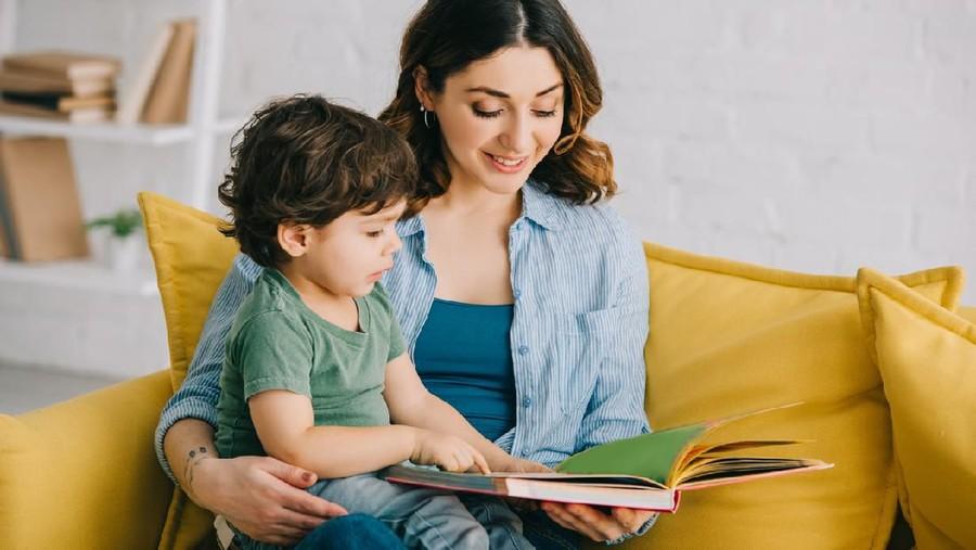 Manfaat Bacakan Buku Cerita untuk Anak Batita, Dianjurkan 3 Kali Sehari