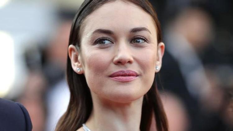 Olga Kurylenko, artis cantik di film James Bond Quantum of Solace ini mengungkap kondisinya membaik setelah dua minggu positif terinfeksi virus Corona.