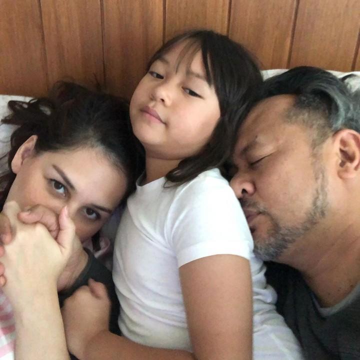 Perkenalkan, Bunda, ini anak ketiga pasangan selebriti Mona Ratuliu dan Indra Brasco. Si imut ini namanya Syanala Kania Salsabila, atau biasa dipanggil Nala. (Foto: Instagram @indrabrasco)