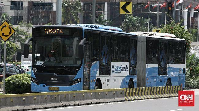 Dishub DKI menyebut KRL tetap berperasi normal, sementara pembatasan operasional diterapkan kepada MRT, LRT, dan bus TransJakarta.