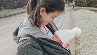 <p>Selama beberapa bulan setelah melahirkan, Kimberly bersama suami dan putranya menetap sementara di Inggris. Ya, sekaligus menikmati kampung halaman ayah Kimberly, Bunda. (Foto: Instagram @kimberlyryder)</p>
