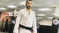 <p>Diketahui, Vinny Di Lucia merupakan seorang atlet bela diri jiu jitsu. Ini terungkap dari unggahan di Instagram miliknya. (Foto: Instagram @v.dilucia)</p>
