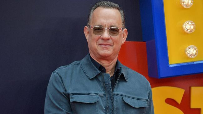 US actor Tom Hanks poses on the red carpet upon arriving for the European premiere of the film Toy Story 4 in London on June 16, 2019. (Photo by Daniel LEAL-OLIVAS / AFP)