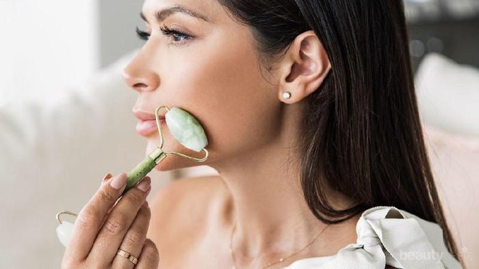 Fakta Baru, Jade Roller Lebih Bermanfaat untuk Leher Dibanding Perawatan Wajah