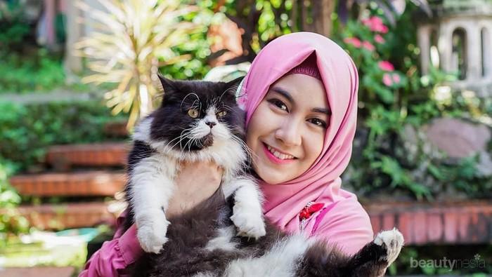 Potret Kebersamaan Artis Indonesia Bareng Kucing Peliharaan Dua Duanya Bikin Gemas