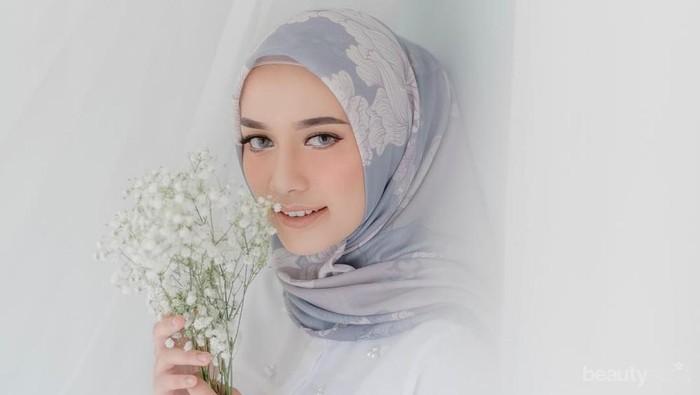 Tampil Makin Stylish dengan Hijab Motif Floral yang Manis