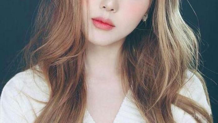 Cantik dan Kekinian! 4 Style Rambut Berponi ala Korea Ini Bisa Kamu Coba!
