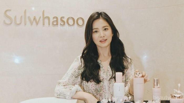 Tampil Cantik Bersinar, Ternyata Ini Skincare Andalan Song Hye Kyo!