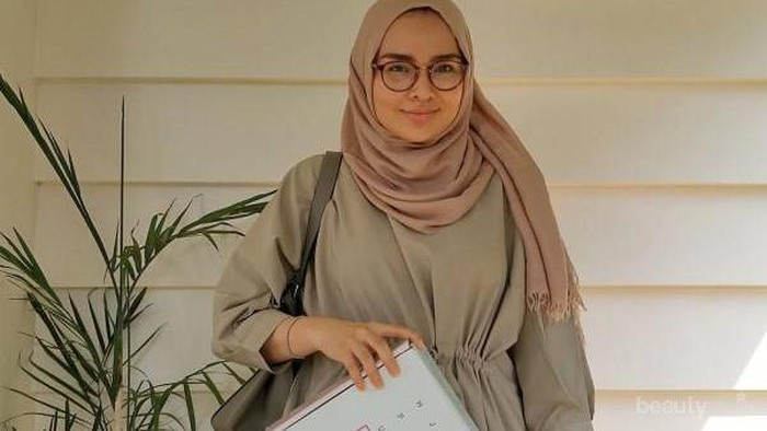 Tips and Trick, Memilih Model Kacamata untuk Hijabers Pipi Tembam