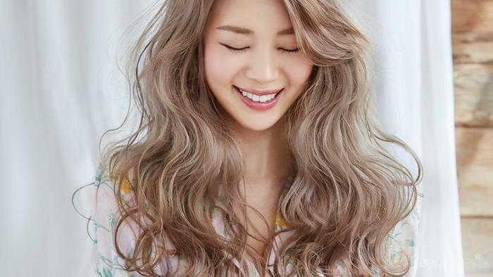 Cantik Seperti Artis K Pop Wanita Coba 3 Warna  Rambut