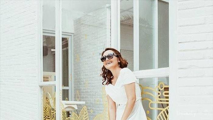 Deretan Gaya Casual ala 'Si Syantik' Siti Badriah, Sneakers Paling Favorit!