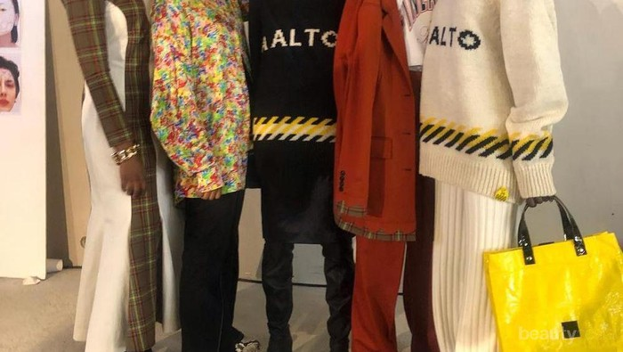 5 Model Hijabers Cantik Berjalan di Paris Fashion Week 2019
