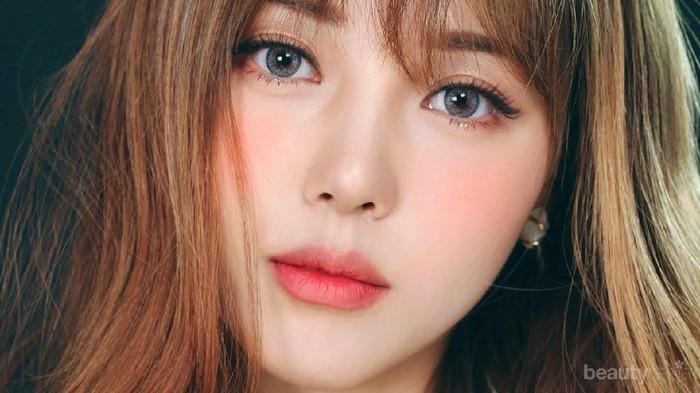 Hindari 3 Cara Touch Up Makeup yang Salah agar Wajah Kembali Cantik