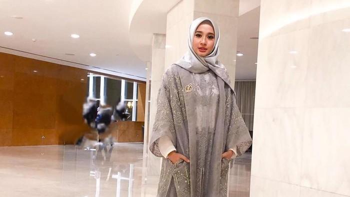 7 Kreasi Hijab Segiempat Laudya Cynthia Bella yang Cocok Dipakai ke Pesta