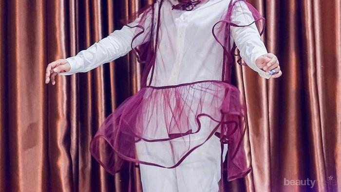 Selalu Tampil Ceria, Contek 8 Gaya Hijab Cheerful Penyanyi Cantik Fatin Sidqia