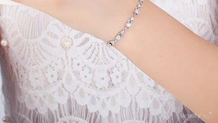 5 Model Gelang Emas Putih Ini Cantik Banget untuk ke Pesta! Cek Desainnya Disini, Ladies