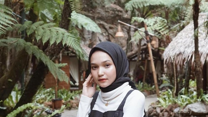 5 Inspirasi Style Edgy Ala Hijabers Soraya Ulfa untuk Kamu Si Tubuh Mungil
