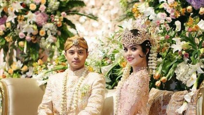 Ingin Tampil Cantik dan Anggun dengan Baju Adat Jawa Saat Pernikahan! Yuk, Cek Inspirasinya Disini!