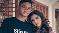 Meski bukan ibu kandung, Ashanty tak pernah membedakan kasih sayang pada Aurel dan Azriel. Penyanyi 35 tahun ini dianggap mampu mengubah pribadi Azriel yang dulunya sangat tertutup. (Foto: Instagram)