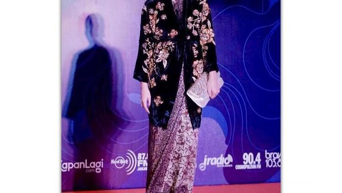 Tampil Anggun dan Menawan, Ini Dia Berbagai Style Marsha Timothy  Saat Premier Film yang Bisa Menginspirasimu!