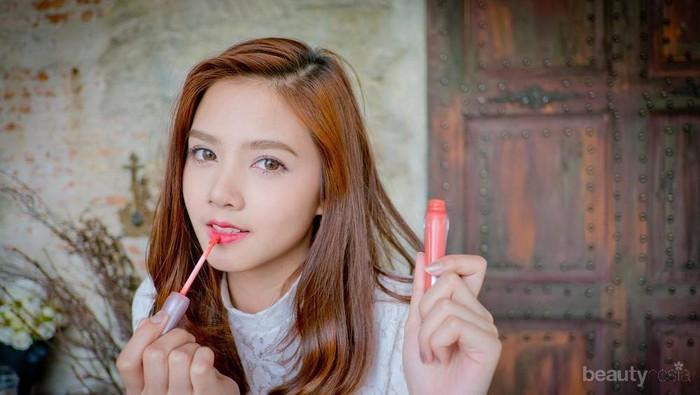 Trik Gampang Memakai Lipstik agar Si Bibir Tipis Terlihat Lebih Tebal