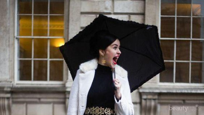 Biar Tetap Fashionable Saat Musim Hujan, 5 Inspirasi Look Ini Bisa Kamu Coba!