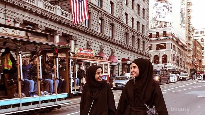 Fashion muslim Zaskia Sungkar Serba hitam, Elegan nan Sophisticated