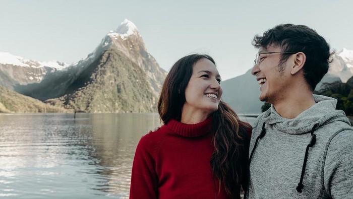 8 Selebriti yang Temani Pasangan Berpuasa Meski Beda Keyakinan