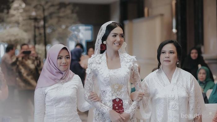 Cantik dan Memesona! Model Kebaya Brokat Para Selebiriti Ini, Bisa Jadi Insprasi untuk Pernikahanmu