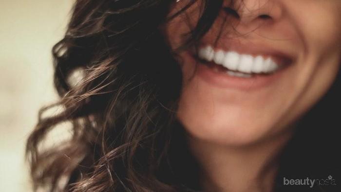 Memutihkan Gigi Tak Perlu Biaya Mahal, Pakai Saja Pemutih Gigi Alami Ini!