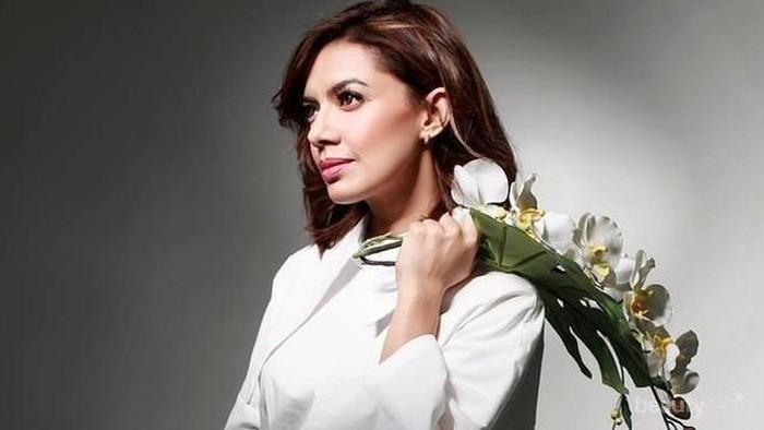 Smart and Stylish! Ini Dia Sederet Style #OOTD Terbaik Najwa Shihab yang Bisa Kamu Tiru