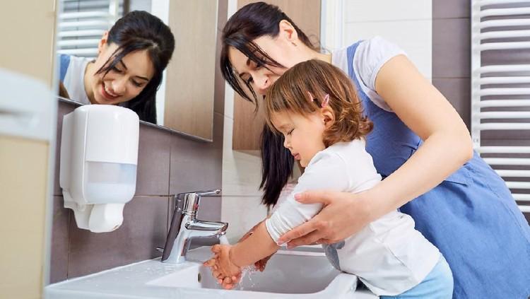 Mengajak anak kecil cuci tangan itu enggak mudah. Tapi, Bunda bisa membuka matanya dengan melakukan percobaan alias eksperimen sederhana dan unik ini.