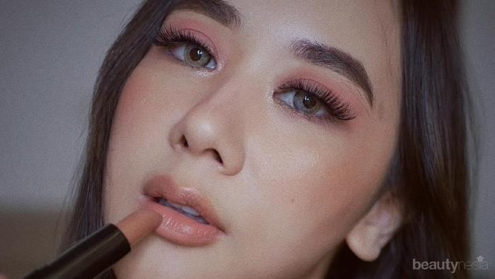 Biar Wajah Gak Kusam, Coba Tips Memilih Lipstik Nude Sesuai Jenis Warna Kulit Ini