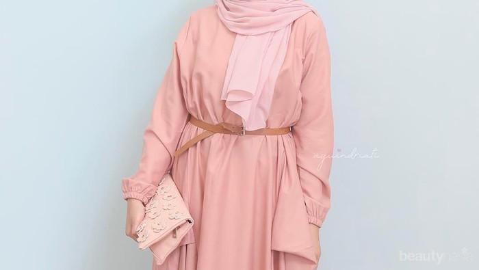Mau Semanis Selebgram Ayu Indriati? Contek 5 Gaya Hijab Warna Pastel Ini