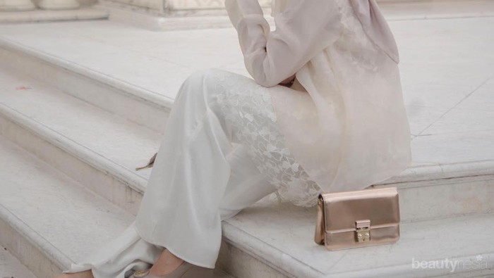 5 Model Baju Kebaya Modern yang Cantik dan Manis ala Mega Iskanti