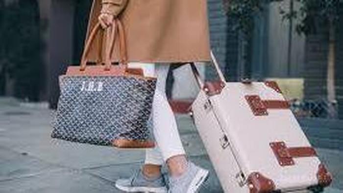 Ladies, 5 Merk Sepatu dan Sandal Ini Nyaman Banget untuk Traveling