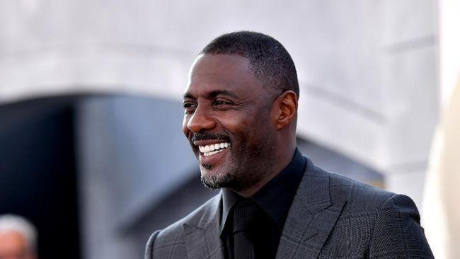 Idris Elba mengaku telah pulih dan rampung menjalani karantina akibat positif Covid-19, tapi ia tak bisa mudik ke London karena penerbangan tak ada.