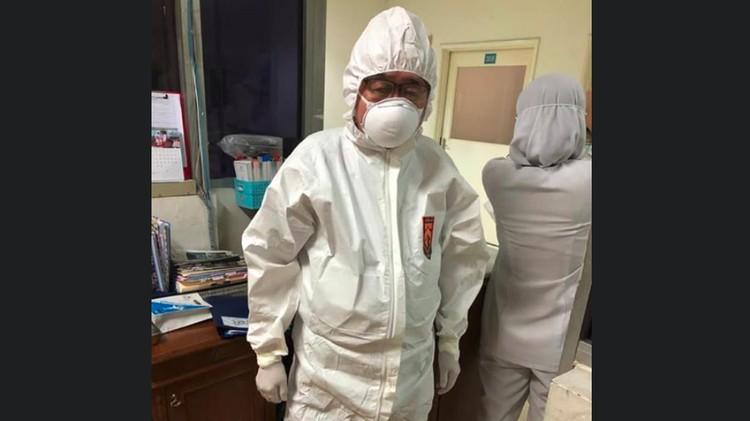 Begini kabar terbaru Handoko Gunawan, dokter berusia 80 tahun yang viral di media sosial karena merawat pasien Corona. Ia sempat dikabarkan masuk ICU.