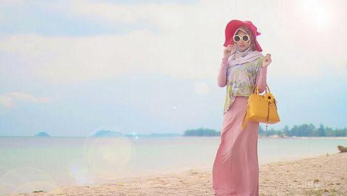 Inspirasi OOTD Hijab ini Cocok Lho untuk Menemanimu Berlibur di Pantai