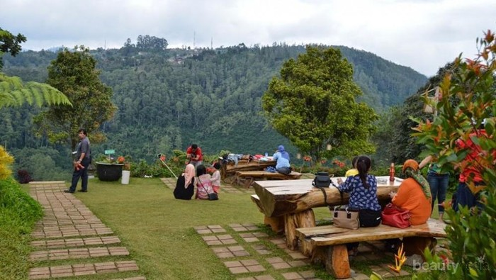 5 Rekomendasi Restoran di Kawasan Lembang Favorit yang Murah Meriah, Liburan Wajib ke Sini!